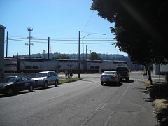 Two twinkies lead a northbound Coast Starlight across the Division-11th-12th crossing