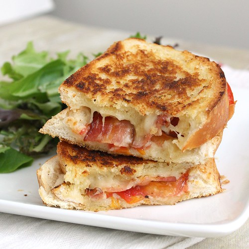 Garlic-Rubbed Grilled Cheese with Bacon and Tomatoes ...