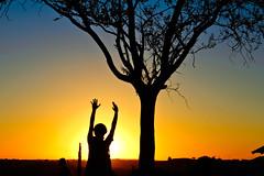 uba! (Capiroba) Tags: sunset brazil woman brasil contraluz mujer mulher prdosol santacatarina ocaso backlighting puestadelsol chapec denisesomera