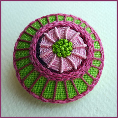 Embroidered button/brooch (Birthine) Tags: pink green broche handmade embroidery brooch button stitching stickerei borduren frenchknots