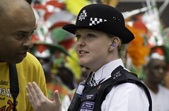 London Police Officer at Notting Hill Carnival (Muzammil (Moz)) Tags: uk carnival london hill notting moz metpolice carnivalcostumes muzammilhussain afrocarribian nottinghillcarnival2011 londoncarnival2011