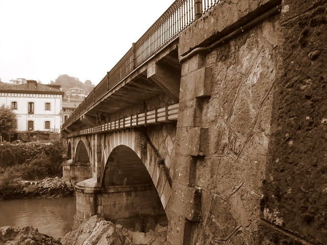 Charming Small Towns in Asturias : Cangas de Onís