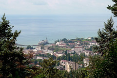 Sukhumi / Аҟәа (Abkhazia) - City and Black Sea (Danielzolli) Tags: city georgia town view ciudad stadt aussicht grad altstadt oldtown ville citta ciutat akwa aqwa sakartvelo cittavecchia cascoviejo miasto vielleville mesto kartuli starowka abkhazia oras georgien gorod abhazia საქართველო gruzija sukhumi sukhum абхазия gruzja abchasien suchumi sokhumi apsny აფხაზეთი сухум miesto грузия апсны аҧсны сухуми abcasia apxazeti abchazija abchazja სოხუმი soxum sochumi apchazeti сохуми аҟәа