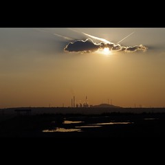 (Hans van Reenen) Tags: sunset sky industry clouds germany deutschland industrial sonnenuntergang himmel environment powerplant kraftwerk lucht industrie ruhrgebiet pott globalwarming meteo puestadelsol ruhrpott eon chimnea k7 herten kohlenpott inducult kraftwerkscholven haldeewald 20110801