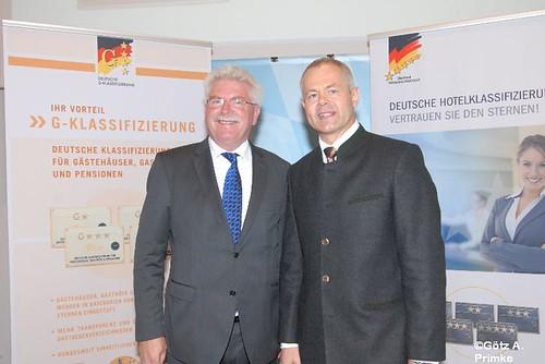 BHG_Sterneklassifizierung_Sept2011_128 Bayerns Wirtschaftsminister Martin Zeil und Ulrich N. Brandl, Präsident des Bayerischen Hotel- und Gaststättenverbandes DEHOGA Bayern