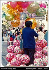 Balloonman, Mexico City, 1974 (Doyle Wesley Walls) Tags: street mexico mexicocity photograph safe heliumballoons balloonman lagniappe december1974 doylewesleywalls