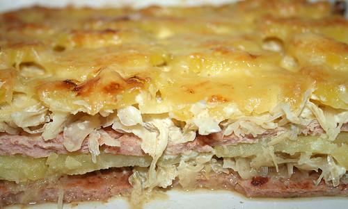 24 - Leberkäse-Sauerkraut-Auflauf mit Kartoffeln - CloseUp