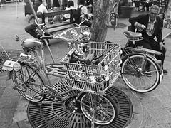 BICICLETAS Y HOMBRE (BICYCLE & MAN) (Samy Collazo) Tags: barcelona madrid bw españa bicycle grancanaria sevilla puertorico asturias bicicleta pb andalucia bn galicia sanjuan segovia tenerife catalunya lapalma islascanarias yashicaelectro35gsn kodakultramax blackwhitephotos ultramax400 samycollazo