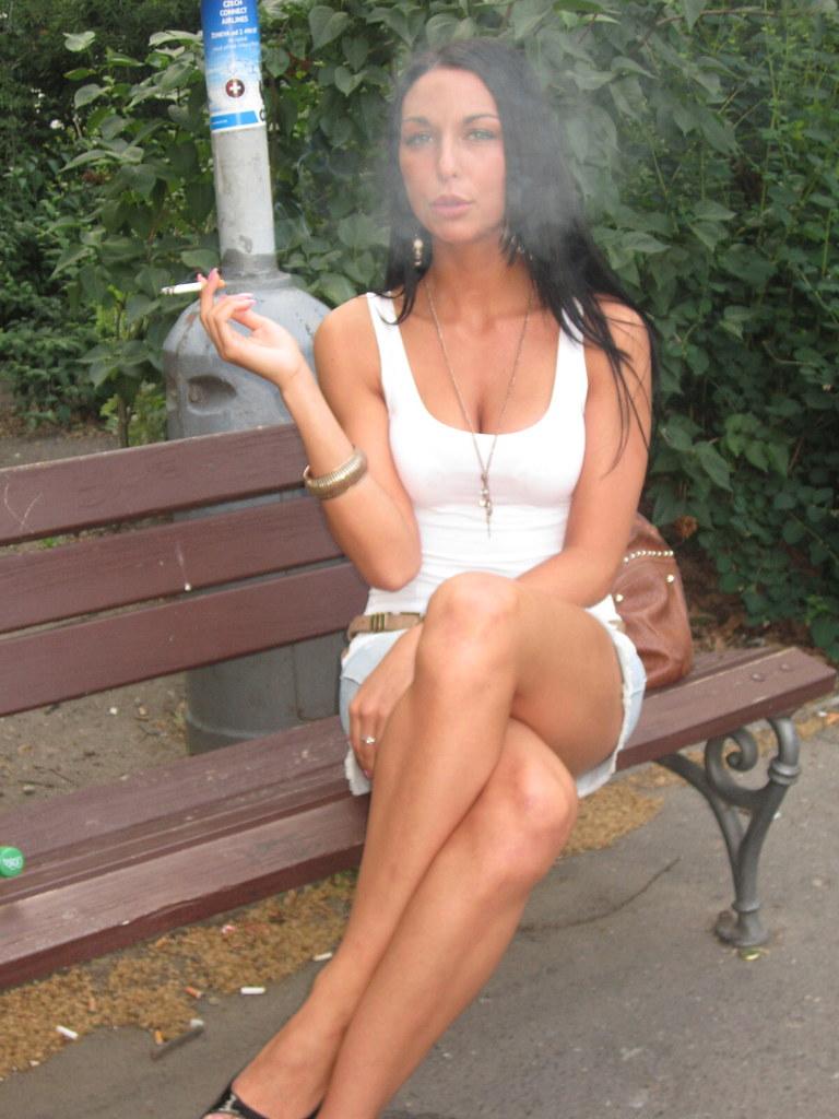 cena-half-are-girls-who-smoke-sexy