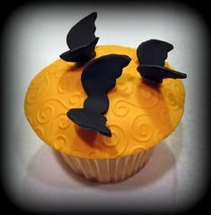 Halloween Cupcakes Vignette (Cupcakes by Dana) Tags: halloween cupcake picnik