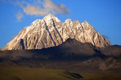 Zhara Lhatse 5820m a sacred Mountain at sunset, Tibet (reurinkjan) Tags: nature prayerflag chenresig drolma lungta chanadorje sacredmountains jambayang tibetanlandscape     janreurink ommanipemehung tibetanplateaubtogang kham buddhism tibet tawucounty sacredmountainsoftibet dardocounty zharalhatse5820m19094ft lhaganggompa minyaglhagangyongdzograbgilhakangtongdrolsamdribling chortenmchodrten nyingmapasherda prayerflagsonstaff landscapeyulljongs naturerangbyung sunsetnyirgas 2010 lhaganglhasgang landscapesceneryrichuyulljongsrichuynjong peakofasolitarymountainridochadridoch