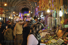Ramadan Mubarak (David Mor {off}) Tags: night zeiss shopping availablelight jerusalem souk ramadan month templemount gerusalemme jerusaln alaqsamosque cottonmarket tempelberg   masjidalaqsa ierusalim   nikond90 zf2 montedeltempi