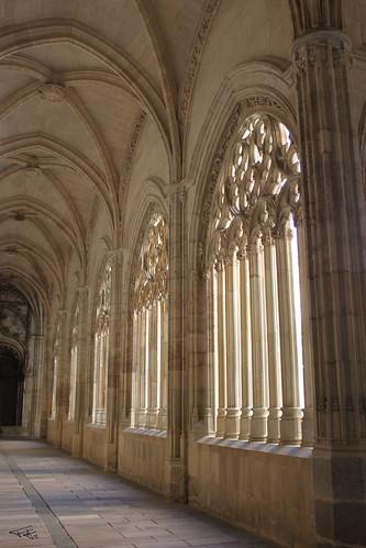 Pasillo del patio de la catedral de Segovia