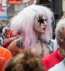 07B_4818 (Enrico Webers) Tags: gay holland netherlands dutch amsterdam drag tv europa europe nederland parade queen queens transvestite dragqueen paysbas ams tran niederlande zeedijk 2011 trafo hollanda travestiet hartjesdagen