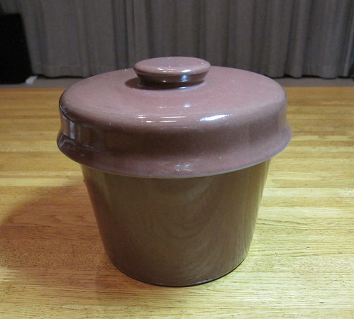 蓋をした容器 2011年8月22日 by Poran111