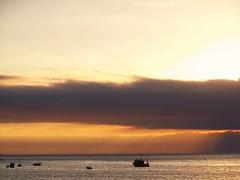COLOSO (APOLO*NORTE*AFRICA) Tags: atardecer mar rojo barco playa cielo nubes pesca naranja industria pacifico lancha oceano coloso embarcacion
