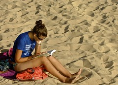 Girl reading (pedrosimoes7) Tags: portugal reader cascais ler absorbed leitura leitor