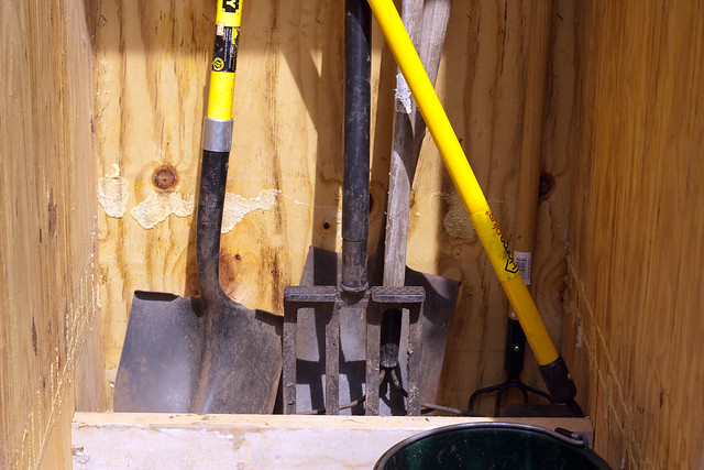 garden shed kicker for tools