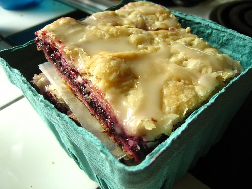 huckleberry-blueberry slab pie