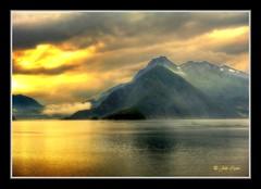 Un día más (Julio_Castro) Tags: paisajes atardecer mar agua nikon amanecer cielo nubes noruega reflejos crucero fiordos colorphotoaward nikond700 juliocastro fiordosnoruegos nikon2470 olétusfotos