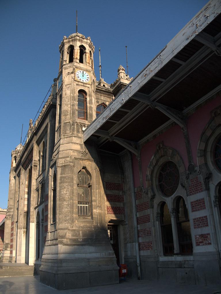 İstanbul Sirkeci Terminal clock tower