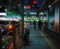 *'^+z (june1777) Tags: light night t pentax kodak bokeh snap e seoul portra 800 67 streeet 105mm f24 pentax67 sogongdong