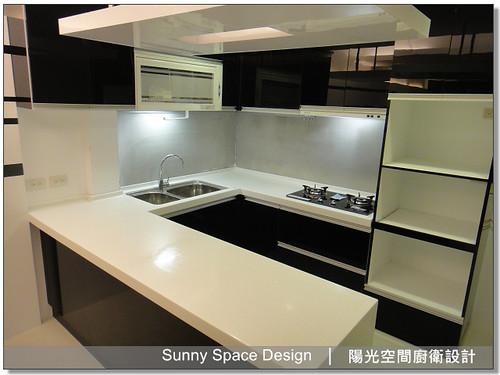 廚房設計-板橋裕民街林先生ㄇ字型廚具:韓國人造石+木心板桶身+水晶門板+門板崁G型鋁把手-陽光空間廚衛設計