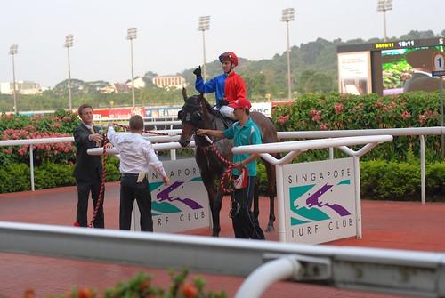 勝ち馬の口取 シンガポール競馬
