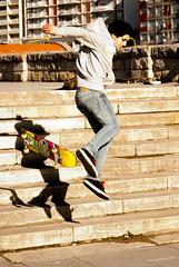 Skating (Gustavo Facci) Tags: people argentina stairs gente adolescente skating young cc teen skate creativecommons teenager salto escaleras mardelplata joven copyleft rambla caida patineta