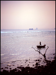 小漁夫 Little Fisherman (eric+x) Tags: 120 mamiya 645 slide fujifilm rvp100 protl