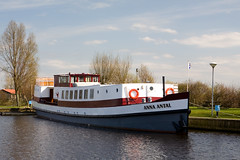 barge Anna Antal (WWW.CYCLETOURS.COM) Tags: flowers cycling tulips denhaag barge keukenhof readyforspring visitholland historicalholland