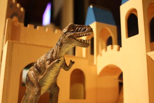 When Dinos Attack ... a Castle.