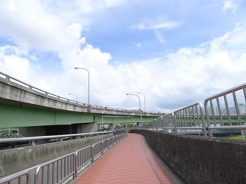 中和-新店秀朗橋人行道