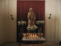 Tilburg Mariabeeld Bredasewegkerk (Arthur-A) Tags: church netherlands catholic maria interior interieur mary nederland kirche tilburg kerk eglise protestant katholiek
