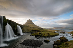 Kirkjufellsfoss (Dani℮l) Tags: ocean longexposure travel mountain rock landscape waterfall iceland stream daniel lonely desolate kirkjufell ísland landschap d300 snæfellsness ijsland grundafjörður kirkjufellsfoss