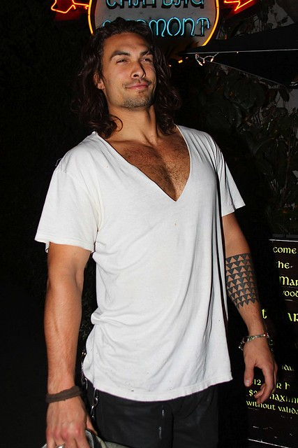 jason-momoa-leaves-chateau-marmont-0302201010