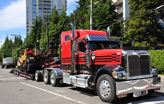 International Eagle (D70) Tags: canada truck bed bc with eagle low company international paving burnaby trailer harvester ih unit ihc