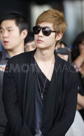 797191aKim Hyun Joong Break Down Press Conference and Malaysia KLIA Airport Photos [110820]