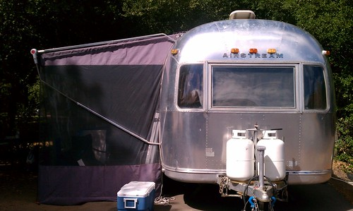 Airstream+screenroom=stylin