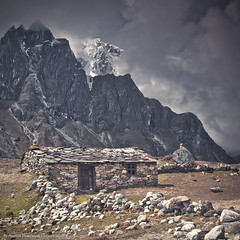 Taboche Peak from the Dusa village (Anton Jankovoy (www.jankovoy.com)) Tags: park nepal mountain village national himalaya everest sagarmatha dingboche