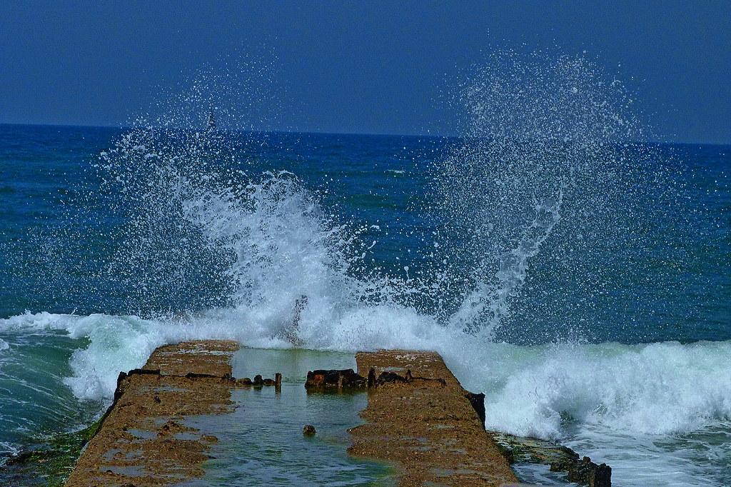 20-08-2011-sea-roaring