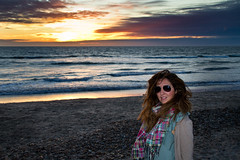 Patricia (Mauricio Snchez Rubal) Tags: sunset sea woman beach portugal mar mujer sand shine playa arena puestadesol olas reflejos esposende wawes