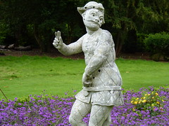 P 103 Cliveden National Trust SL6 0JA (vic1871) Tags: stonefigures eighteenthcentury thelonggarden clivedennt eighteenthcenturystonefigures