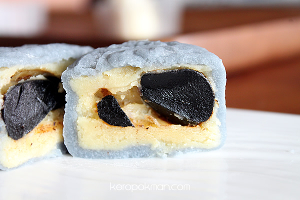 Mini Snow-Skin Mooncake with Korean Black Garlic