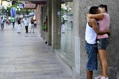 Amor en la Calle (Fotomondeo) Tags: people españa love valencia lines stairs graffiti spain nikon gente bokeh amor kisses alicante escaleras besos lineas d3000