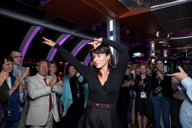 Тина Канделаки танцует