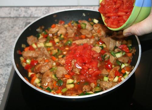 27 - Tomatenwürfel hinzu