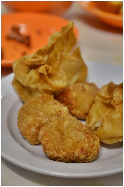 Fried Wantan and Sar Kok Liew