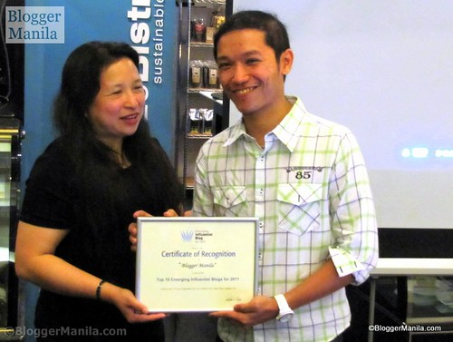 Blogger Manila Accepts Certificate of Recognition