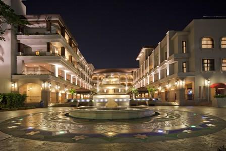 Casa del Rio night view